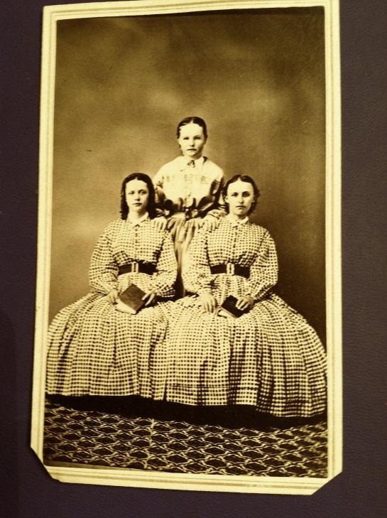 vm 3 sisters
