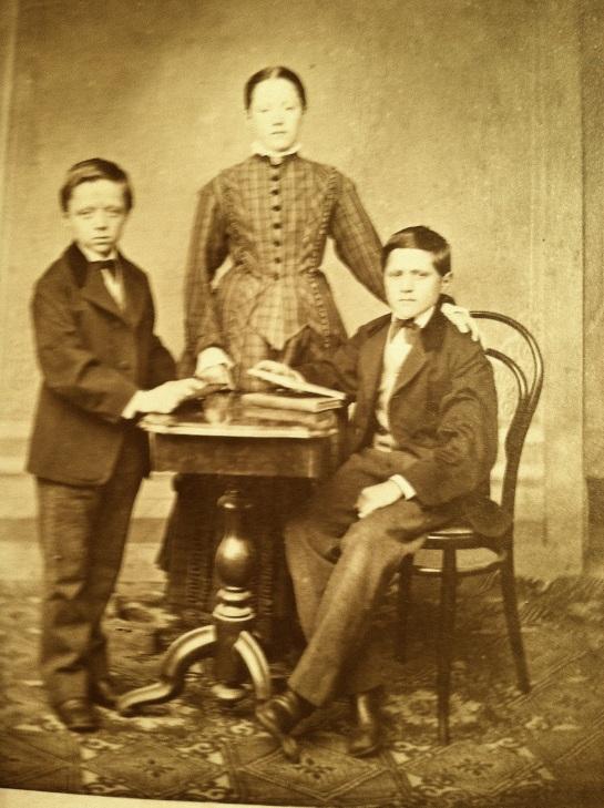 vm three siblings