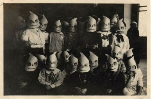 A-History-Of-Costumes-Vintage-Halloween-Photos1