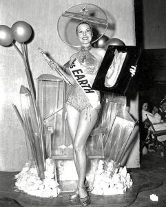 miss-earth-1952-strange-beauty-queens-pageants-vintage