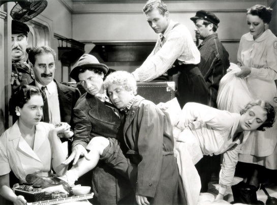 marx-brothers-a-night-at-the-opera_02